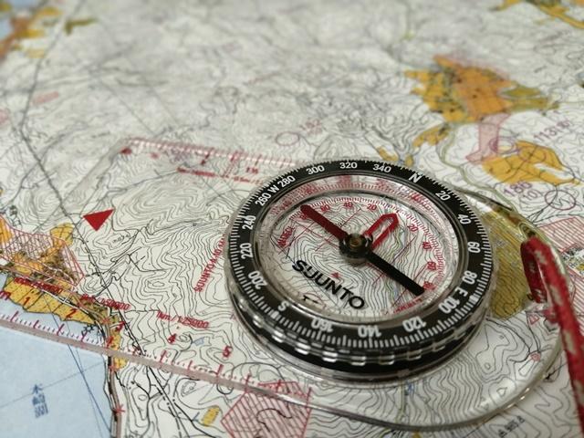 コンパスと地図